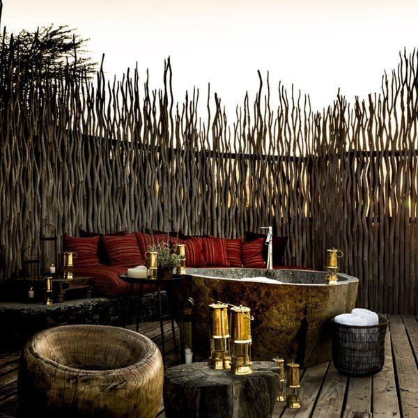 Segera Retreat has both outdoor swing beds and bathtubs. © Wilderness Safaris
