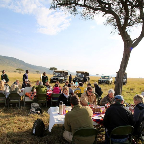 A sumptuous bush breakfast is served after the hot-air balloon ride. © Carl Fourie