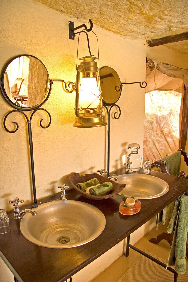 Luxury kenya safari lodge cottar 39 s 1920s camp art of for Bathroom designs in kenya
