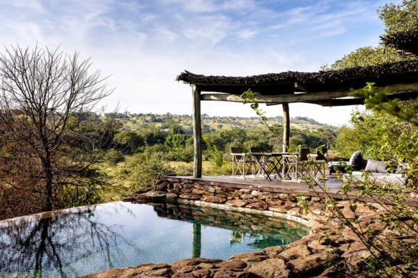 Faru Faru Lodge is constructed from natural materials, like thatch, rock and wood. © Singita
