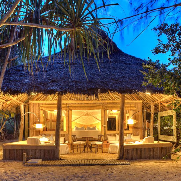 The bandas at Mnemba Island are set right on the beach. © &Beyond