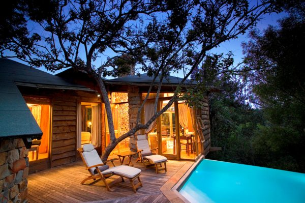 All of the guest accommodation at Tsala Treetop Lodge comes with private infinity pools. © Hunter Hotels