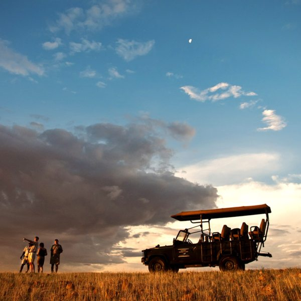 You can stop for refreshments when tracking desert rhino. © Wilderness Safaris