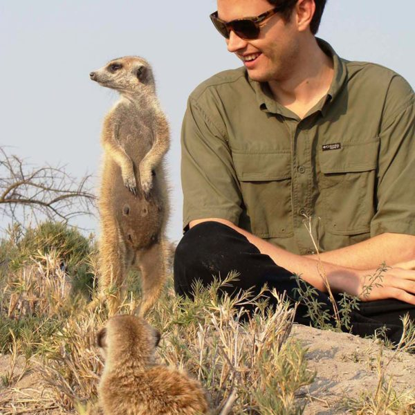 If you sit quietly, the Makgadikgadi meerkats will come close to you. © Uncharted Africa