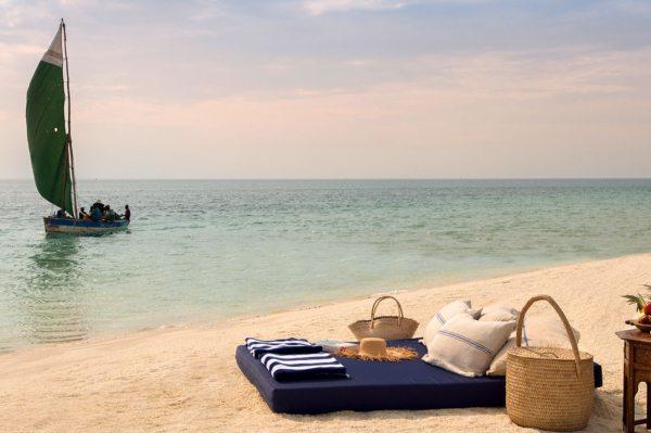 Benguerra Island Lodge can take you for an exciting sandbar picnic.