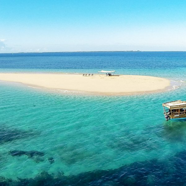 Visit remote sandbars when island hopping on a Quirimbas dhow safari.