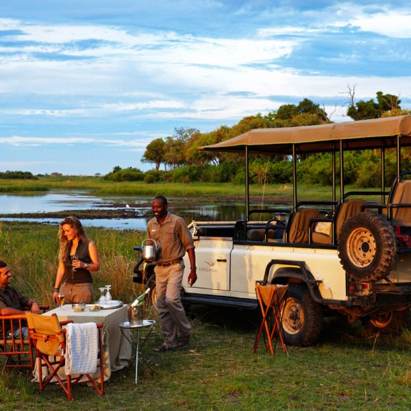 Bush sundowners are a highlight at Kings Pool. © Wilderness Safaris