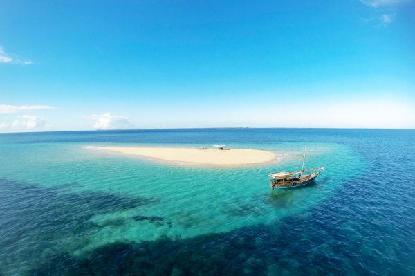 Visit remote sandbars when island hopping in the Quirimbas. © Ibo Island Lodge