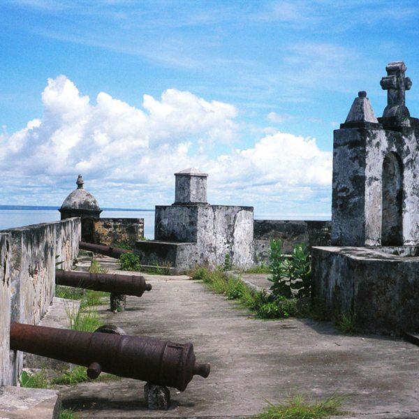 The fort of São Sebastião, near Ibo Island Lodge, features old cannons. © Ibo Island Lodge