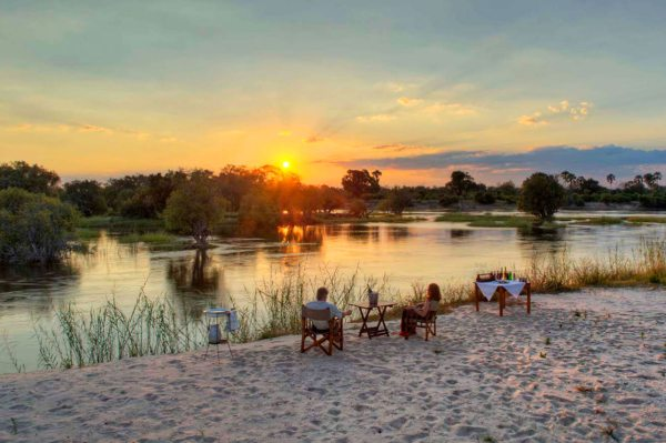 Sip sundowners right next to the Zambezi at The River Club. © The River Club