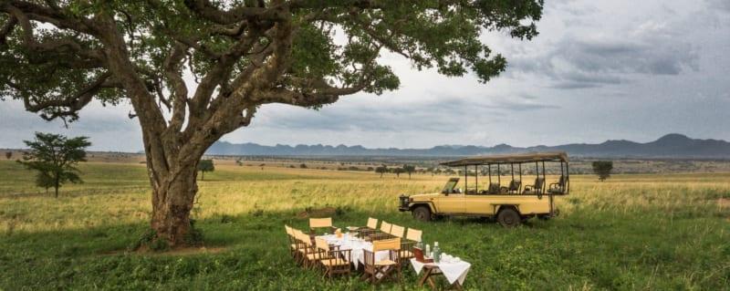 Bush breakfasts are a must when staying at Apoka Safari Lodge. © Uganda Safari Company