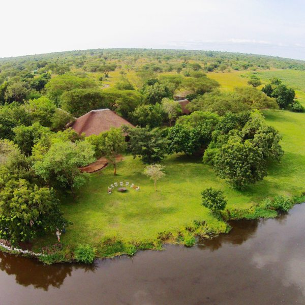Baker's Lodge is set on the Nile River under shady trees. © Baker's Lodge