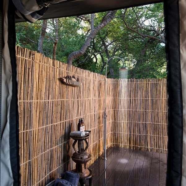 King Lewanika Lodge offers outdoor showers. © Time + Tide