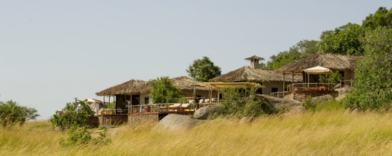 Mkombe's House has a commanding position on a koppie overlooking the Serengeti.